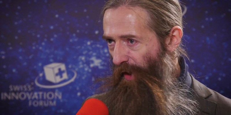 Video screenshot of Aubrey de Grey discussing his revolutionary plans to reverse aging